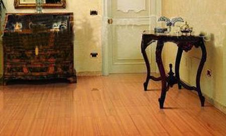 价格实惠:实木复合地板由于结构独特的关系