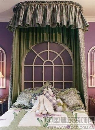 装修出10公分左右高的木质地台,相应地选用较低矮的床.