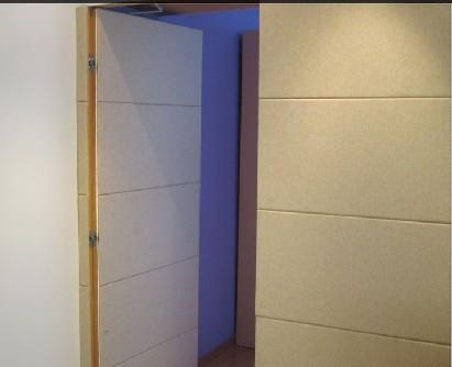 这里把卫生间的门做成隐形门的形式