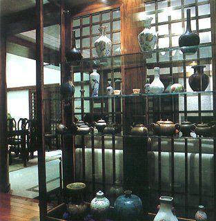 如做现代或中式木格,扁平木柱或玻璃斜立等处理手法
