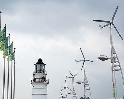 电视台的信号塔或手机信号发射塔