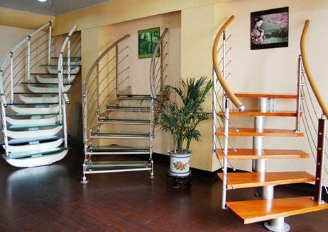 装修房子的步骤中间有楼梯