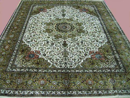 地板地毯 正文    真丝地毯是手工编织地毯中最为