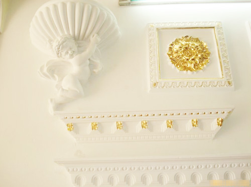 一般石膏浮雕装饰产品图案花纹的凹凸应在10mm以上,且制作精细.