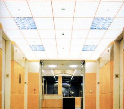 石膏板吊顶的安装有用轻钢龙骨的有用木