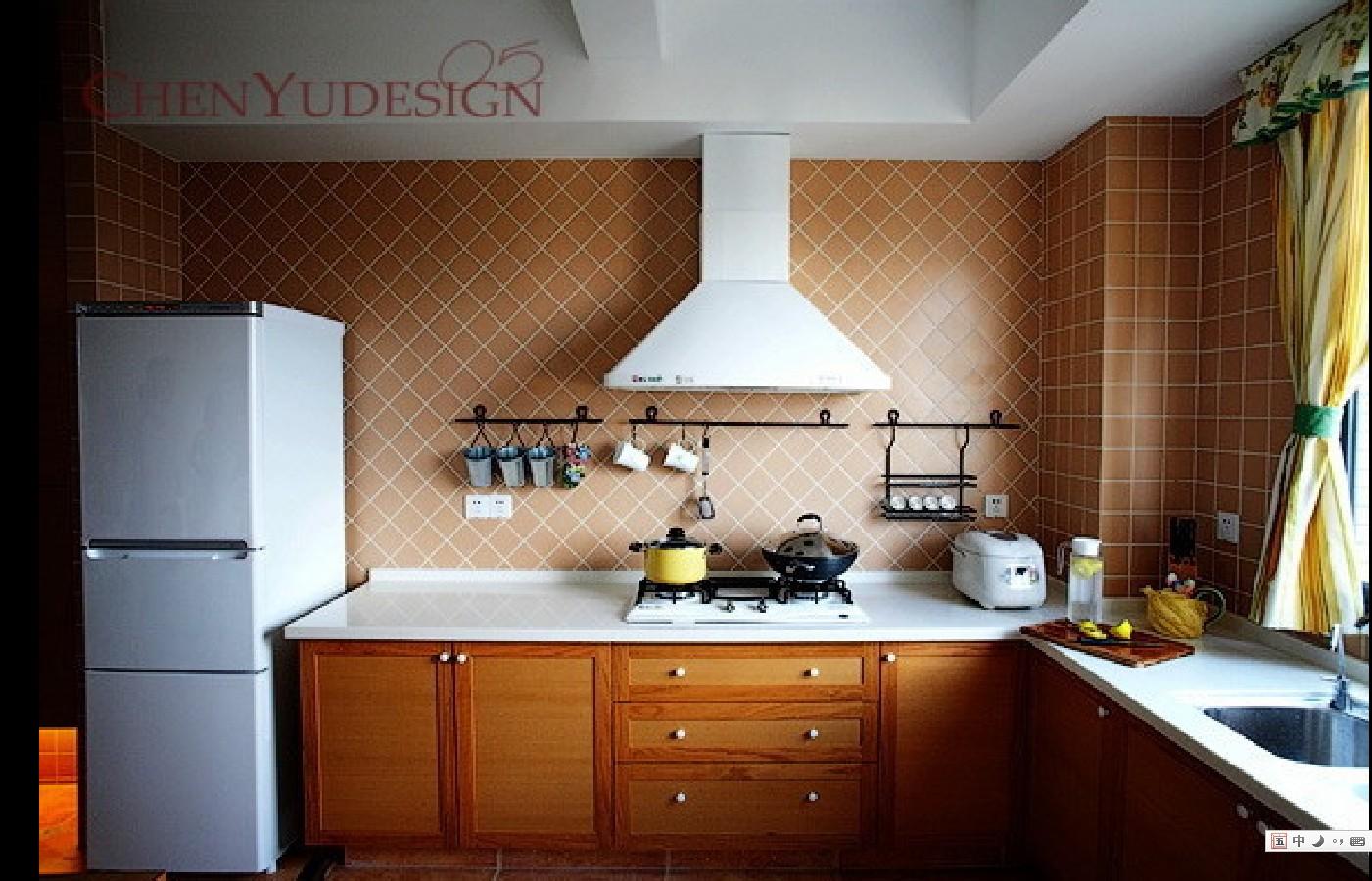 洁白的大理石台现让污垢难以遁形,厨房间的设计也延用客厅的简洁.图片