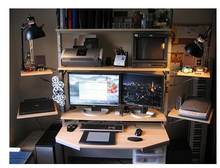 装修设计 局部空间 卧室 正文   不少人为了节省家里的空间,把电脑