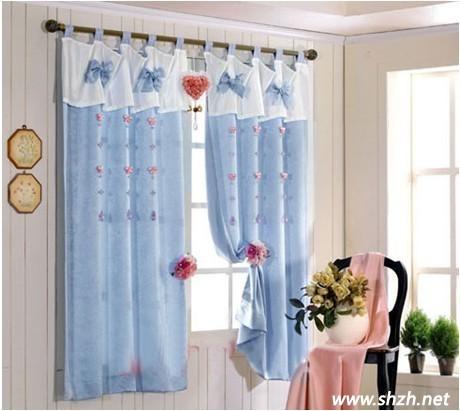 美式装修蓝色窗帘