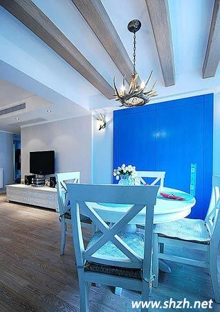 蓝色墙纸搭配地板