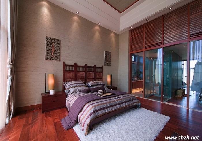 古典风卧室中的深色地板