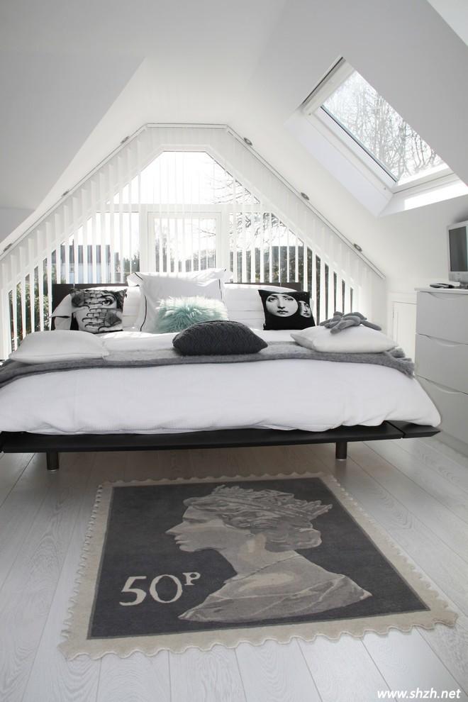 现代简约卧室中的浅色地板