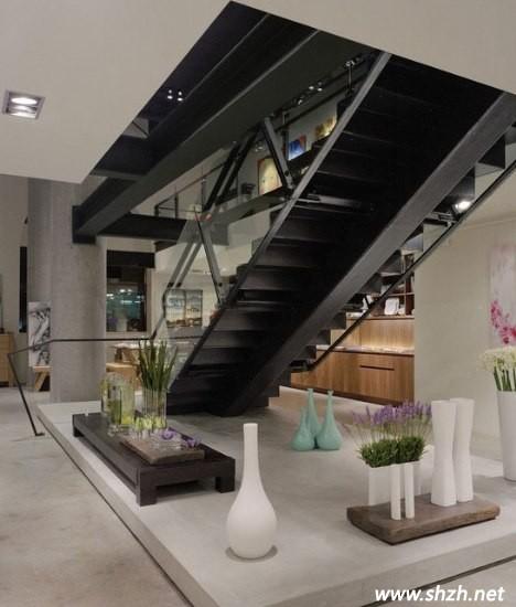 装修 地台/楼梯下的地台,是你休憩的场所。