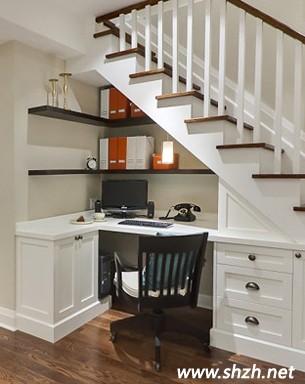 创意家居无极限 楼梯下空间化身工作室与休息室