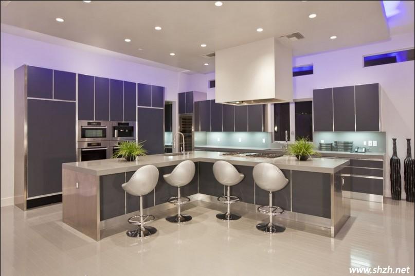 现代简约的厨房设计