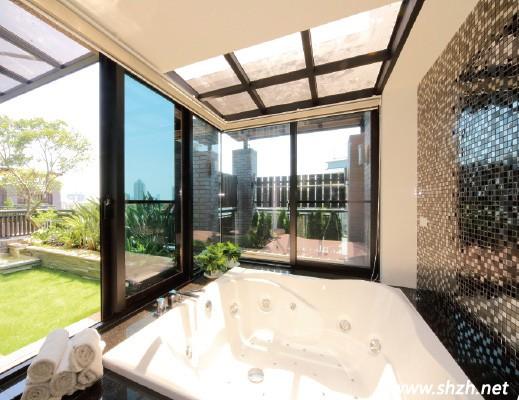 上海/踏进四楼的大门,这里一应俱全,卧房、客厅、餐厅、卫浴...