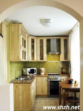 厨房与客厅以及卧室的装修有很大的不同