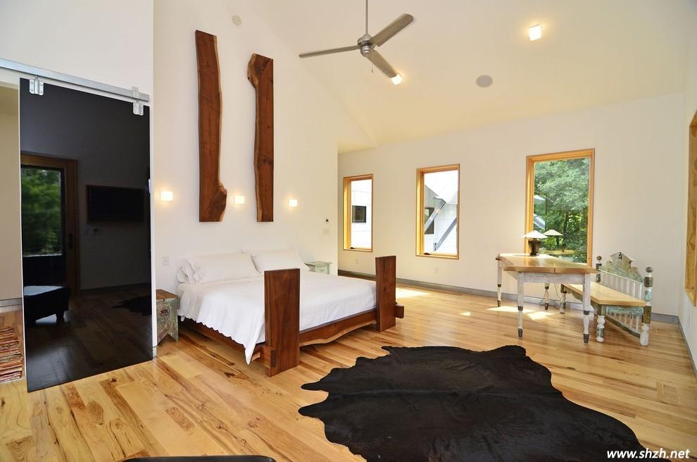利用天然的木板贴成沟槽或是用砖砌